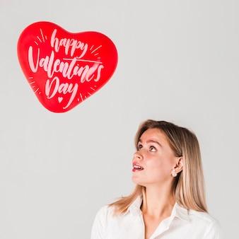 バレンタインデーのコンセプトのモックアップ