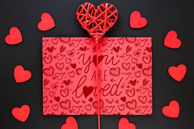 美しいバレンタインデーのコンセプトのモックアップ