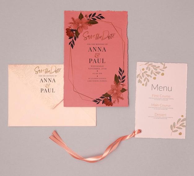 メニューとカラフルな結婚式の招待状
