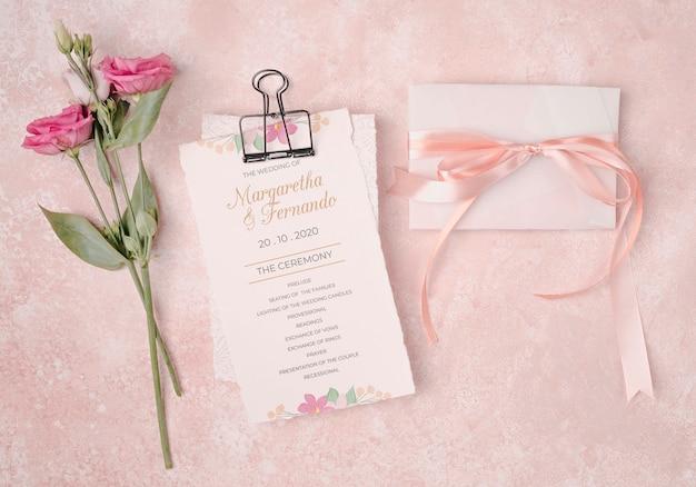 花とロマンチックな結婚式の招待状