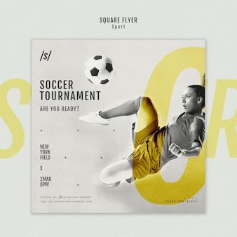 女子サッカー選手の正方形のチラシ