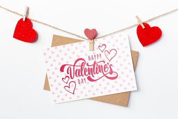 白いカードに幸せなバレンタインデーレタリング