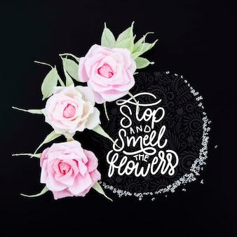 肯定的なメッセージと観賞用の花のフレーム