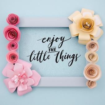 肯定的なメッセージを持つエレガントな花のフレーム