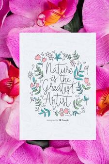 花の横にあるカードにやる気を起こさせるメッセージ