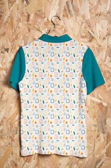 Красивая красочная рубашка концепции макета