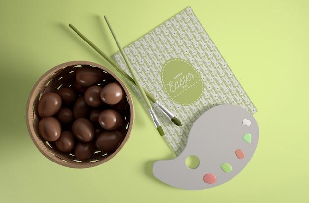チョコレートの卵とトップビュー弓