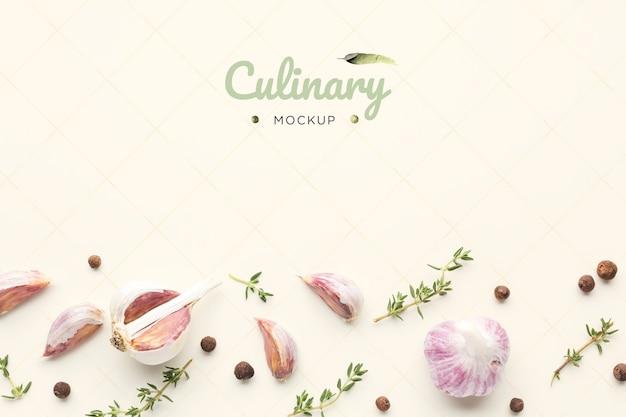 Кулинарный макет с чесноком и зеленью