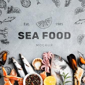 Вид сверху морепродукты состав с макетом