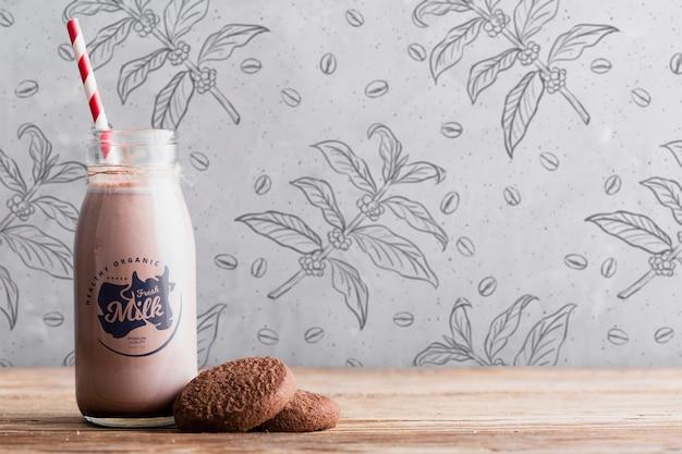 クッキーと正面のチョコレートミルク