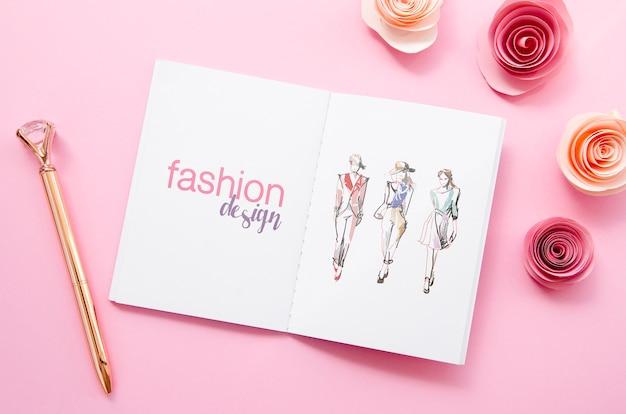Эскиз книги макет на розовом фоне