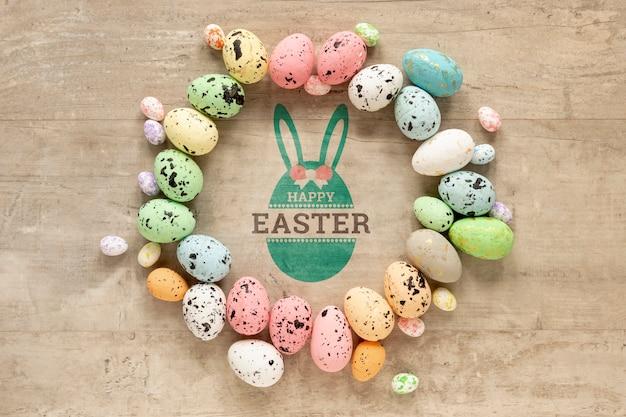 カラフルな卵と幸せなイースターモックアップ