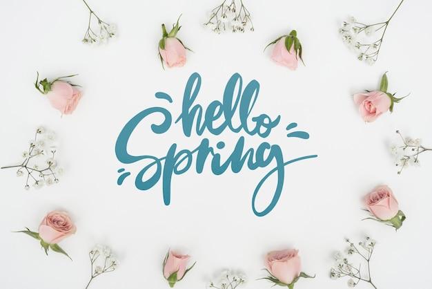 他の花と春のバラのトップビュー