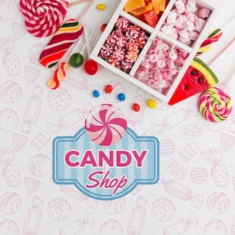 Макетные конфеты на столе