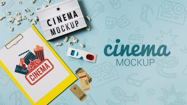クリップボードのモックアップとコピースペースを備えた映画館の配置