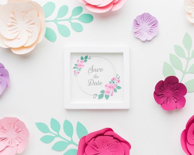 結婚式のフレームのモックアップで紙が流れる