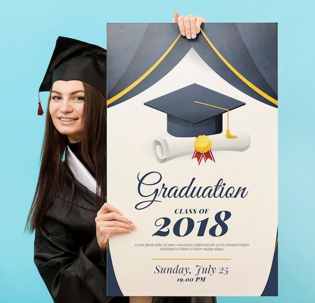 卒業証書を保持している若い学生の肖像画