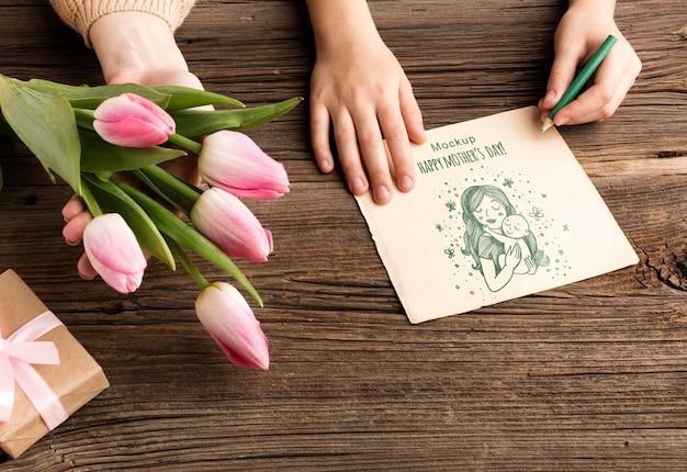 Концепция день матери с цветами