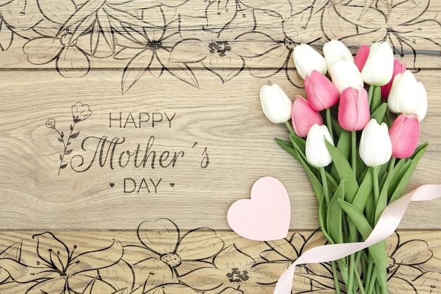 Счастливый день матери с букетом тюльпанов