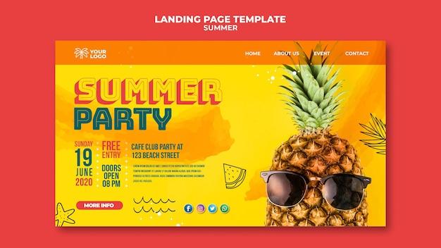 Летний ананас с бокалом плаката