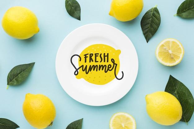 Свежий летний макет с лимонами