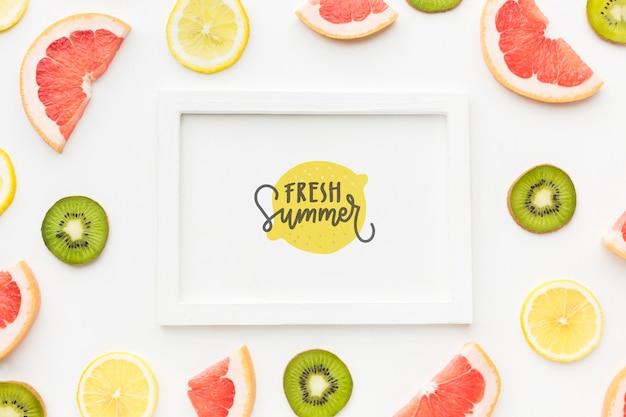 Вид сверху свежее лето с фруктами