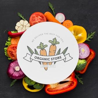 Вид сверху органические овощи с макетом