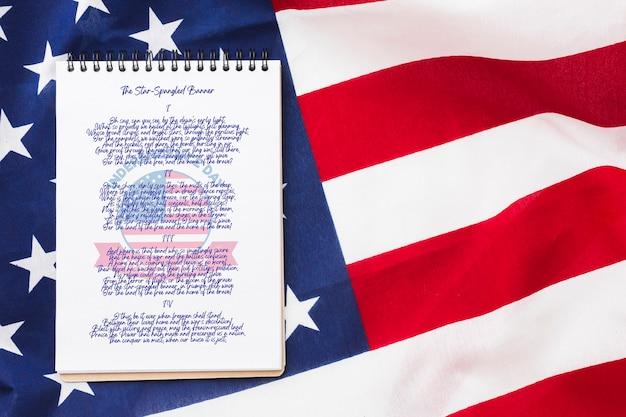 Вид сверху флаг соединенных штатов америки с макетом