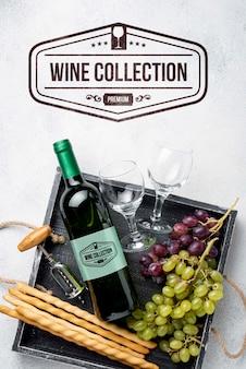 ワインのボトルが付いている皿
