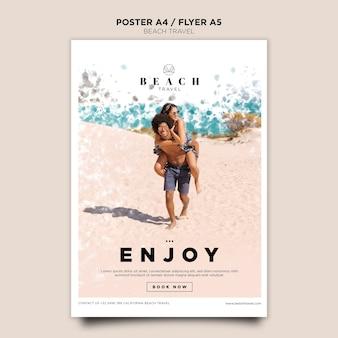 Пара на пляже плакат шаблон