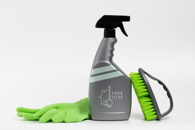 スプレーボトルとアクセサリーで製品を洗う