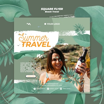 幸せな女性の夏旅行スクエアチラシ