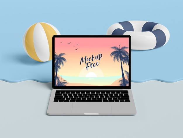 ノートパソコンと海の夏のコンセプト
