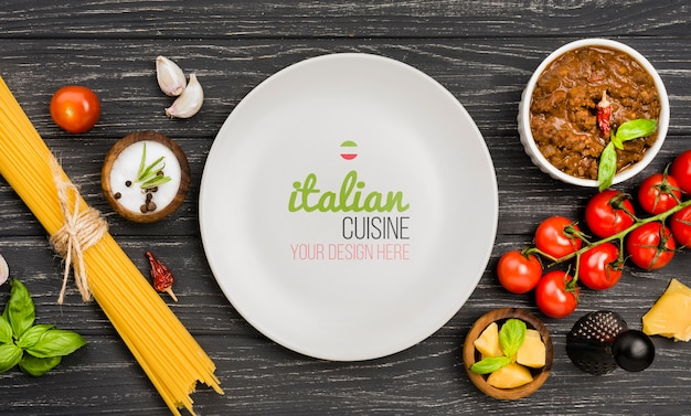 木製の背景の上から見るイタリア料理