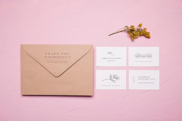 結婚式の封筒デザインのモックアップ