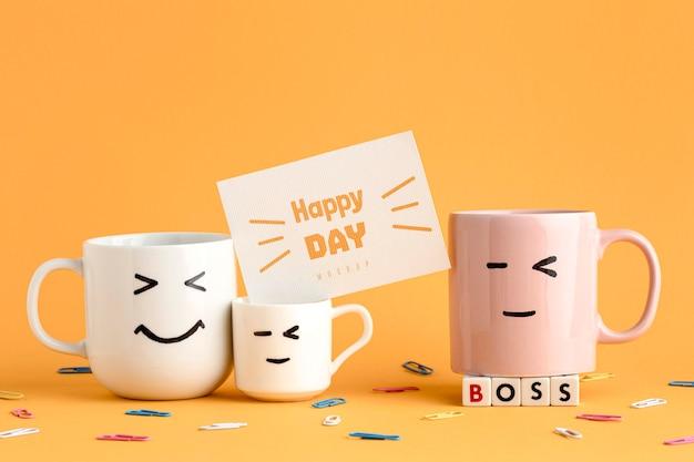 Счастливый день босса с кружками