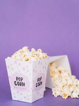 Вид спереди кино попкорн с копией пространства