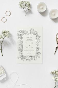 モックアップとトップビューの結婚式の招待状