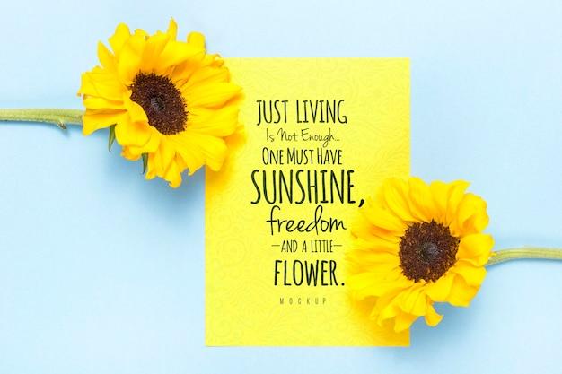 黄色い花を持つやる気を起こさせるメッセージ