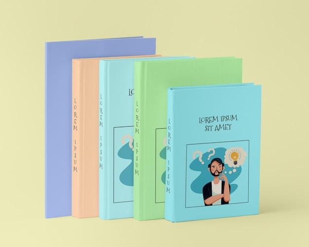 Вид спереди кучу различных книжных макетов