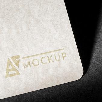 ブランドアイデンティティの名刺のモックアップのクローズアップ