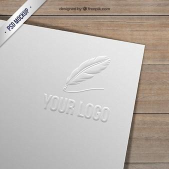 紙にエンボス加工ロゴ