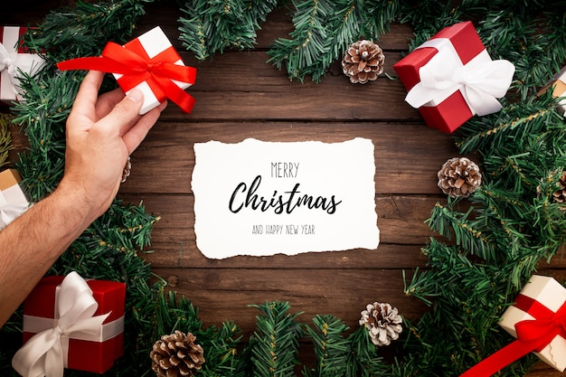 黒い背景にクリスマスの飾り