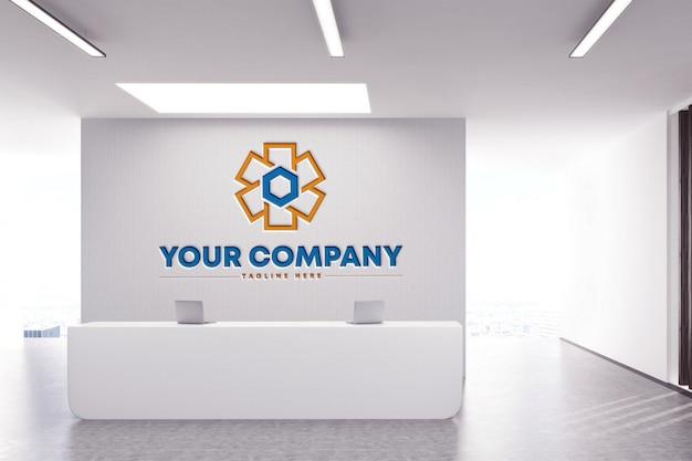 Макет логотипа на стене компании на белом фоне