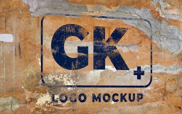 Шаблон макета логотипа на бетонной стене гранж