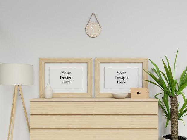 モダンなインテリアの風景に座ってプレミアムダブルポスターフレームモックアップデザインテンプレート