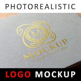 Макет логотипа - тиснение логотипа золотой фольгой на серых бумажных визитках