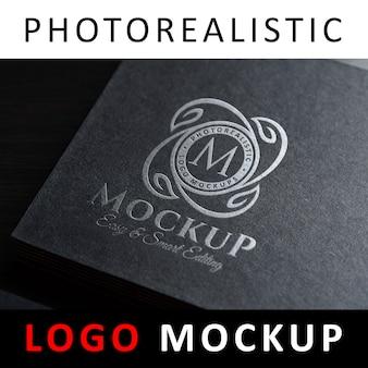 Логотип макет - серебряная фольга, тиснение логотипа на черной визитной карточке