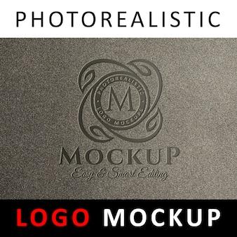 ロゴモックアップ - 粒状の壁に刻印入りのロゴ
