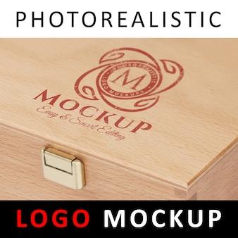 ロゴモックアップ - 木製のボックスにロゴを印刷
